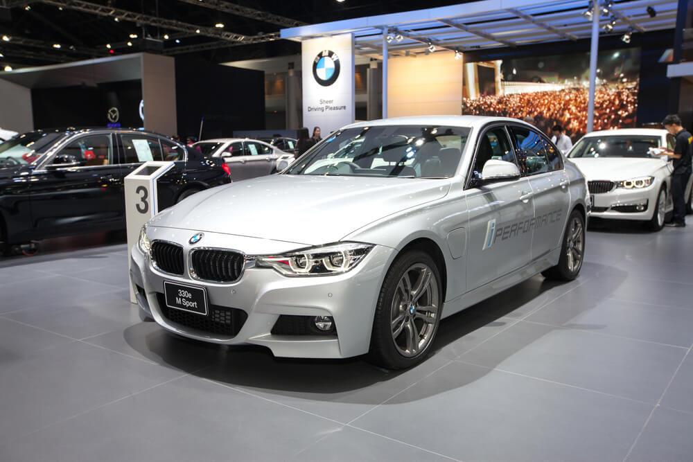 BMW révèle le 330e hybride rechargeable