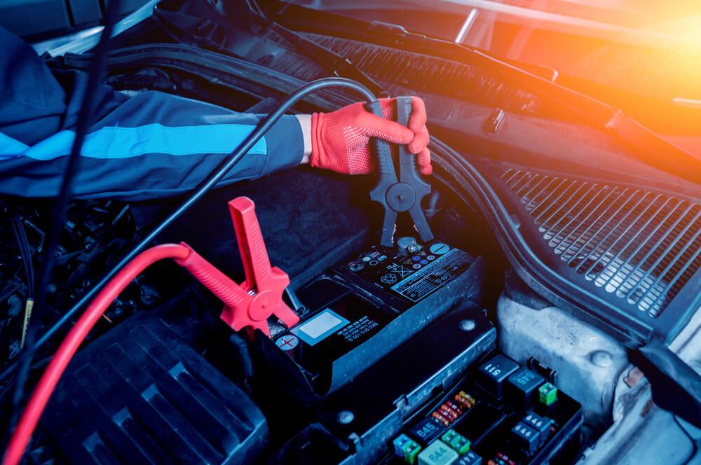 Comment recharger une batterie de voiture ?