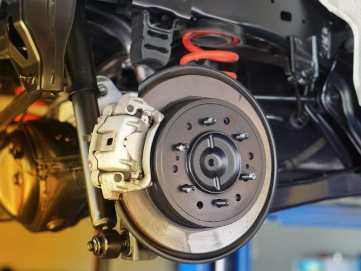 Remplacer les disques de frein : quand le faire et quel budget préparer ?